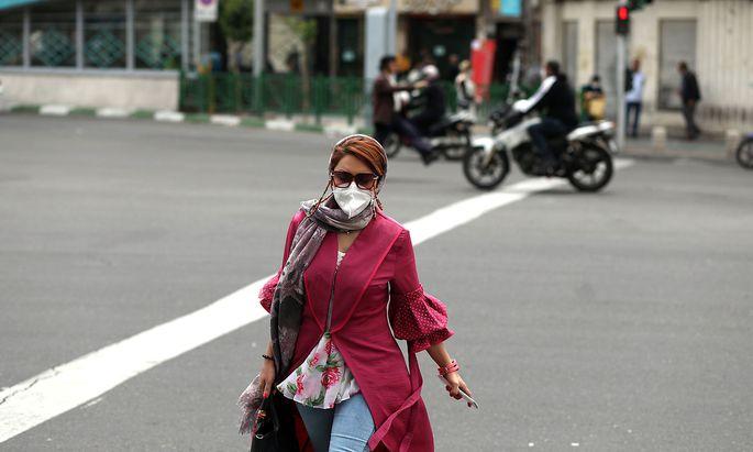 Mit den Erleichterungen bei den Anti-Corona-Maßnahmen im Iran wächst auch erneut die Zahl der Infektionen.
