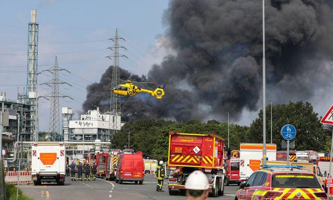 Großeinsatz nach Explosion in Chemiepark in Leverkusen