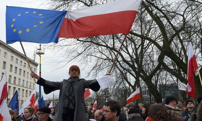 """""""Wir wollen polnisches Recht anstelle von Kaczyński-Recht"""", skandierten Demonstranten."""