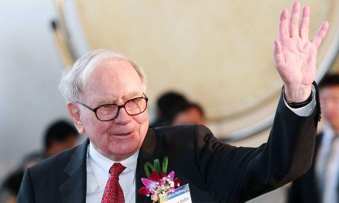 (110321) -- SEOUL, March 21, 2011 (Xinhua) -- Chairman of U.S. Berkshire Hathaway Inc. Warren Buffett greets audience d