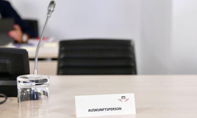 Das Justizministerium hatte den Ausschuss gebeten, den langjährigen Sicherheitschef von Strache zu entschuldigen. Dessen Befragung könnten die Ermittlungen in Straches Spesen-Causa gefährden, so die Befürchtung.