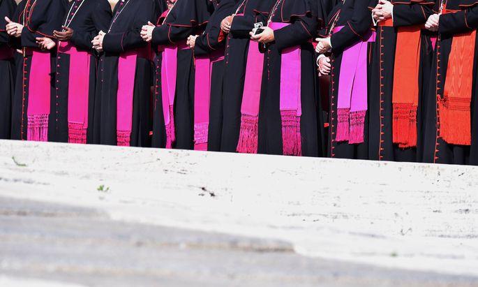 Rom Generalaudienz Schmuckbild Zingulums Rom Vatikan 01 10 2014 Violette oder rote Zingulum von Bi