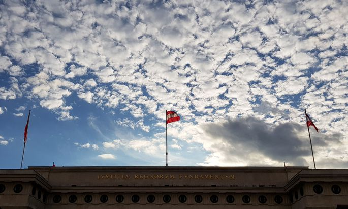 Symbolbild: Der Himmel über dem Heldenplatz