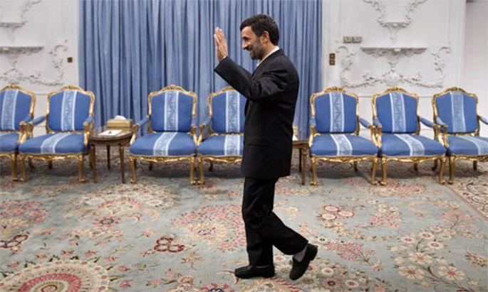 Irans Präsident Mahmoud Ahmadinejad lässt kritische Journalisten reihenweise ins Gefängnis werfen.