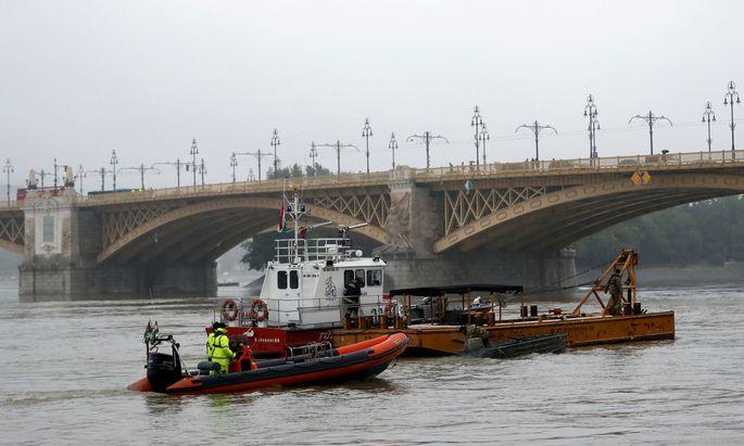 Unglück in der Nacht auf Donnerstag kämpften die Rettungskräfte auf der Suche nach den Vermissten gegen die Zeit.