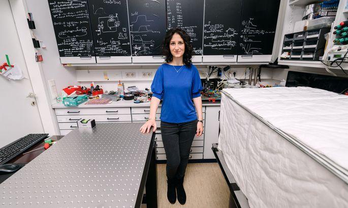 Künstliche Intelligenz greift auf Prinzipien aus der Psychologie zurück, erklärt die aus Italien stammende Physikerin Valeria Saggio.