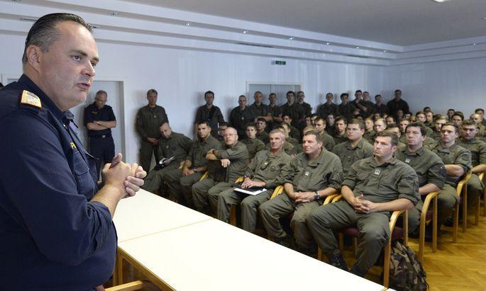 Einige Soldaten kennen ihren neuen Minister schon. 2015 wurden sie von Hans Peter Doskozil für den Grenzeinsatz geschult.