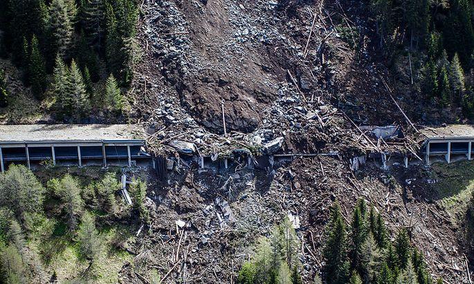 Der massive Erdrutsch verwüstete einen Abschnitt der Felbertauernstraße.