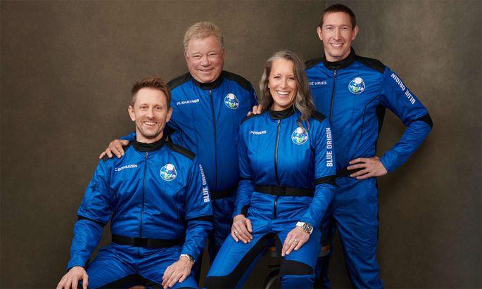 """""""Captain Kirk"""" William Shatner und seine Crew."""