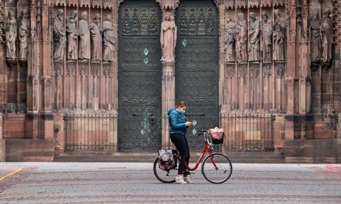 Auch in Frankreich (im Bild: der Straßburger Dom) arbeitet man an Corona-Apps für das Handy.