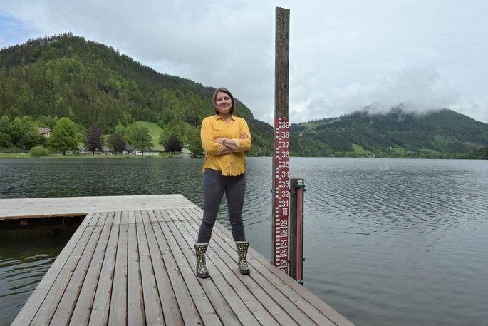 Katrin Attermeyer untersucht die Abbaumechanismen von aus dem Boden gelöstem Kohlenstoff durch Mikroorganismen in Gewässern.