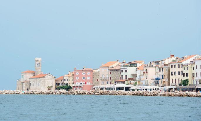 Das Den Haager Schiedsgericht hat im Streit um die Bucht von Piran zu Gunsten Sloweniens entschieden.