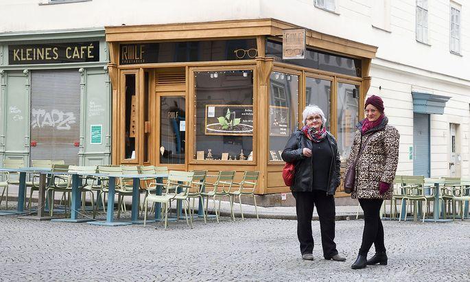 Fritzi Kraus (l.) und Edith Michaeler laden mit ihrem Podcast zu akustischen Spaziergängen durch Wien.