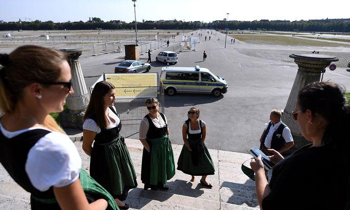 Normalerweise ist München Mitte September voll im Oktoberfestfieber. Doch auch ohne Großveranstaltung steigen die Corona-Neuinfektionszahlen.