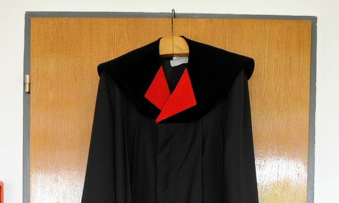 Symbolbild: Robe eines Staatsanwaltes
