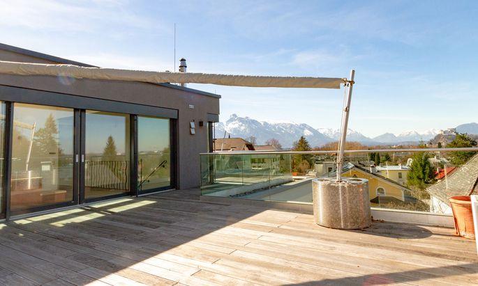 Blick von der Terrasse eines Penthouses in Salzburger Toplage.