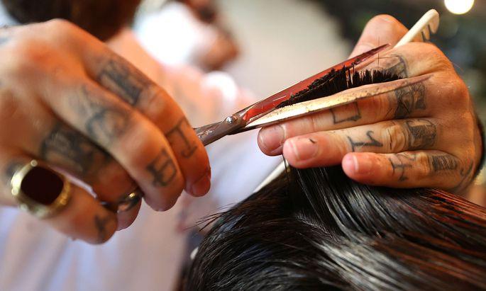 Wer wegen des Lockdowns keinen Haarschnitt bekam, sei deswegen danach nicht öfter zum Friseur gegangen, sagt das Gericht.
