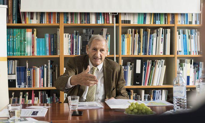 Der Schweizer Dionys Lehner war lange Jahre Vorstandsvorsitzender der Linz Textil. Nun sitzt er im Vorstand des Wiener Instituts für internationale Wirtschaftsvergleiche (wiiw). Das Institut tritt für den Bau einer Europäischen Seidenstraße ein.