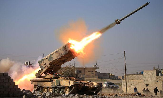 Die irakische Armee im Kampf gegen den IS südlich von Mossul.