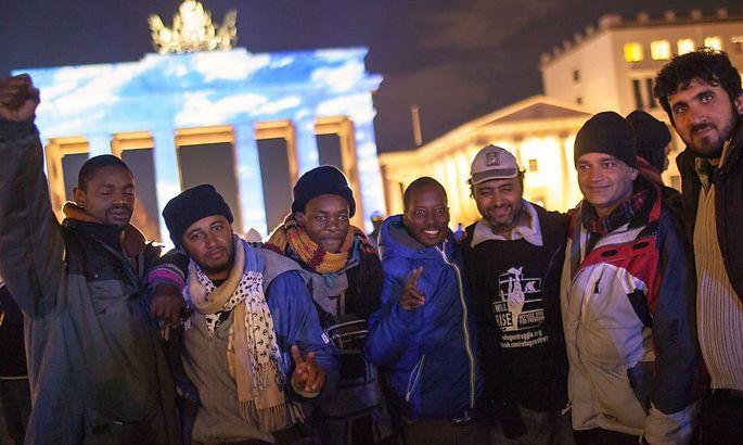 Hungerstreikende Flüchtlinge vor dem Brandenburger Tor in Berlin