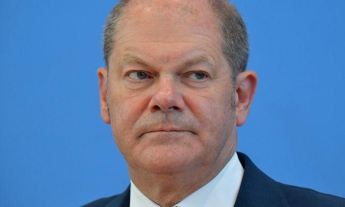 Aller Augen sind auf Finanzminister Scholz gerichtet, der ein Verbot prüfen lässt.