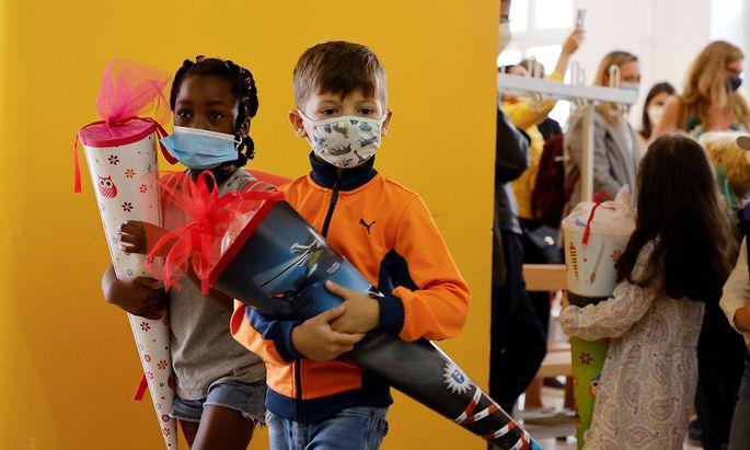 Bei der Maskenpflicht gibt es schulautonome Regeln, bei der Quarantäne sollen sie nun einheitlicher werden.