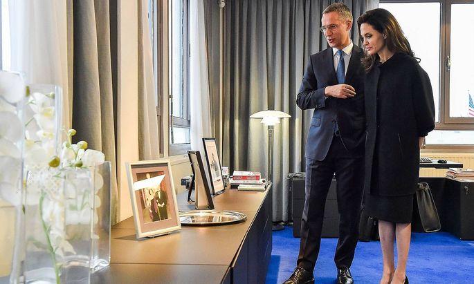 Jens Stoltenberg bekam vor dem Jahreswechsel Besuch von der UNO-Sondergesandten Angelina Jolie.