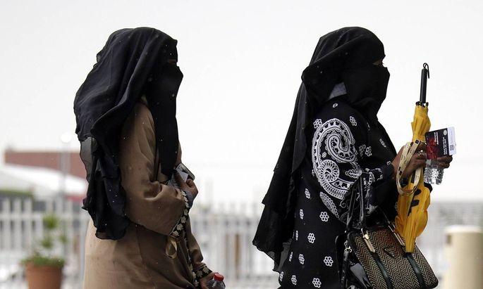 Symbolbild - verschleierte Frauen