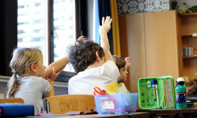 An einer Lustenauer Volksschule haben die Lehrer ein Notenboykott ausgerufen (Symbolbild).