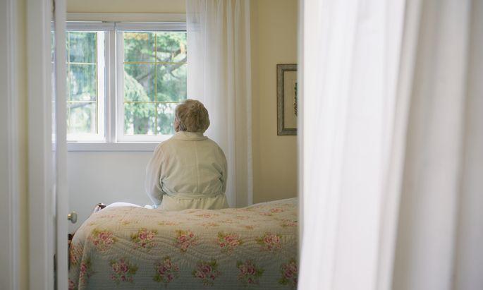 2030 werden rund 636.000 Menschen 80 Jahre oder älter sein. Entsprechend stark steigt der Bedarf an Pflegekräften an.