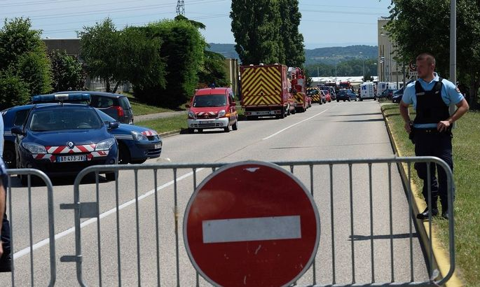 AKTUELLES ZEITGESCHEHEN Terroranschlag auf Gasfabrik in Frankreich La gendarmerie les pompiers pres