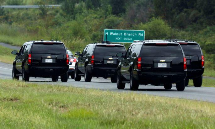 Donald Trump am Weg zum Golfplatz, anstatt zur Trauerfeier des Verstorbenen US-Senator McCain