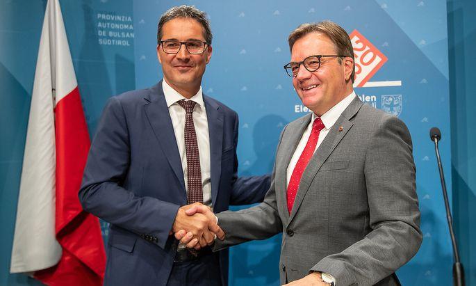 Der Tiroler Landeshauptmann Günther Platter (re.) sieht in den Verlusten mancher Parteien ein sinkendes Interesse an einem österreichischen Pass für Südtiroler.