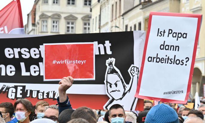 OBER�STERREICH: PROTESTMARSCH DER MAN-BESCH�FTIGTEN IN STEYR