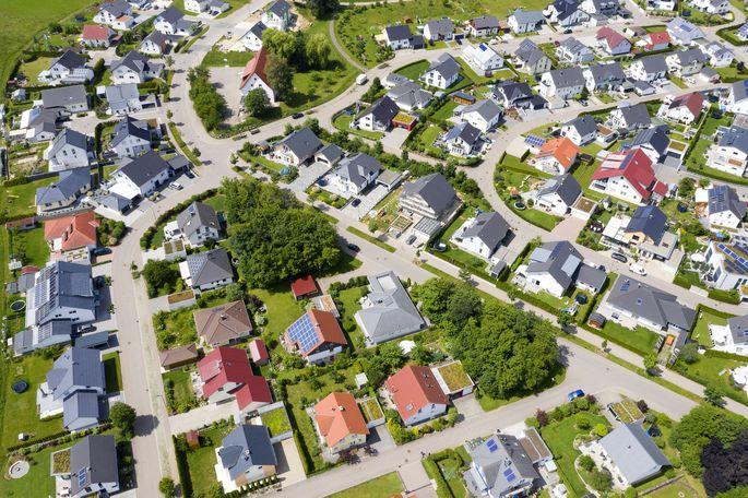 Den stärksten Preisanstieg bei Wohnimmobilien verzeichnen die Experten in den entwickelten Ländern. Im Bild eine Wohnsiedlung in Deutschland.