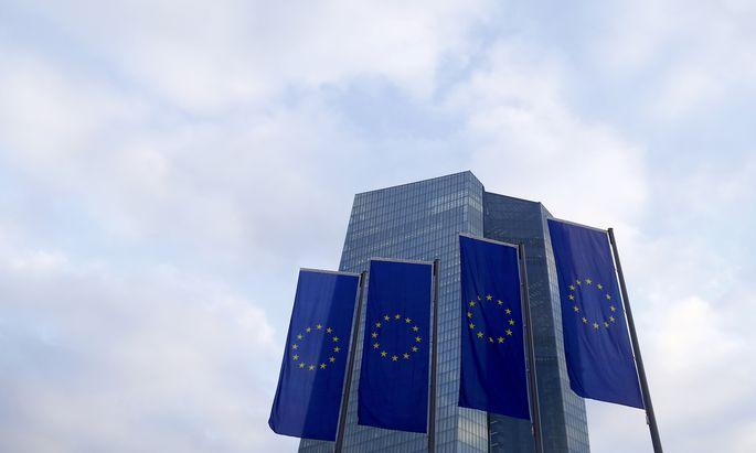 Die EZB wird an ihrer lockeren Geldpolitik festhalten.