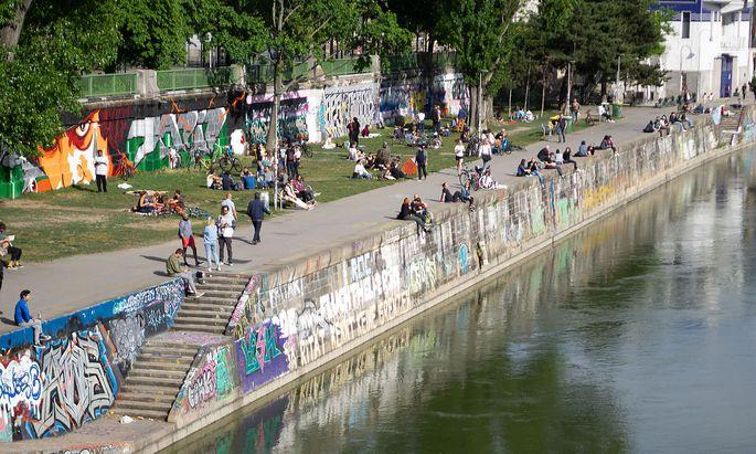 Zuletzt wurde das gesellige Getümmel - nicht nur wie hier am Wiener Donaukanal - immer dichter. (Aufnahme vom 7. Mai)