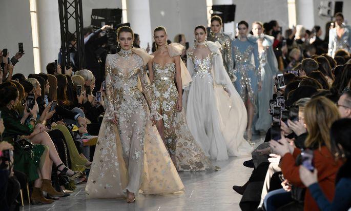 Im Jänner liefen die Models noch für Elie Saab über den Catwalk in Paris.