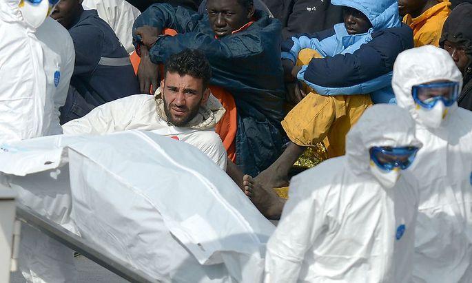 Überlebende eines Schiffsunglücks vor der libyschen Küste.