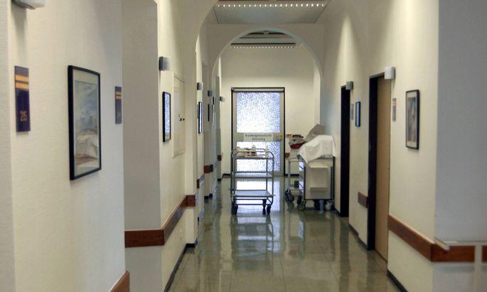 Krankenhausseelsorger gehen manchmal von Zimmer zu Zimmer und sprechen Patienten an – auch jene, die einer anderen Glaubensgemeinschaft angehören.
