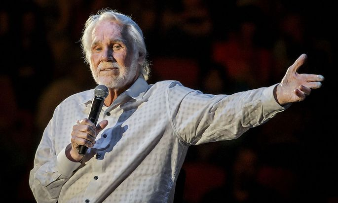 FILES-US-ENTERTAINMENT-MUSIC-KENNY ROGERS