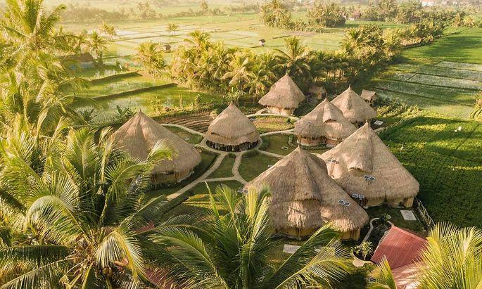 Die Earth Company mit ihren Hütten in Indonesien ist auf Socialbnb.