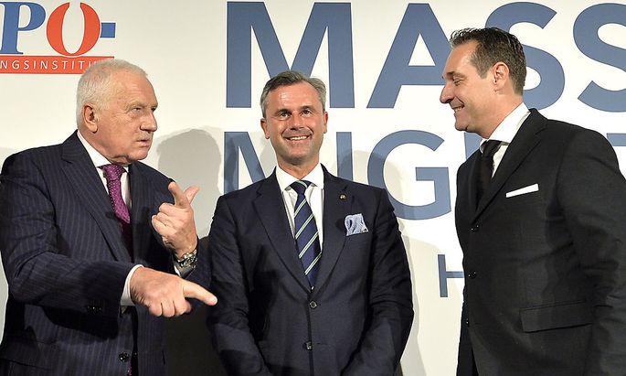 FPÖ-Chef Heinz-Christian Strache (R), der ehemalige tschechische Präsident Vaclav Klaus (L) und FPÖ-Präsidentschaftskandidat Norbert Hofer