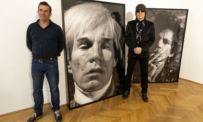 Maler Gottfried Helnwein (r.) mit Erfried Malle, dem Obmann von Sonne International.