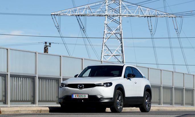 Vollelektrisch mit kompakter Akku-Größe: Der MX-30 ist eine Werbung für Elektromobilität – richtig eingesetzt.