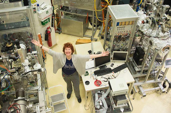 Im Labor der TU Wien haben Gebeshuber und ihr Team die Möglichkeit, Konzepte aus Malaysia experimentell zu testen.