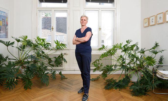 """""""Damit hab ich wirklich nicht gerechnet."""" Maria Windhager, hier in ihrer Kanzlei in Wien Neubau, wundert sich über den Verlauf des Maurer-Prozesses."""