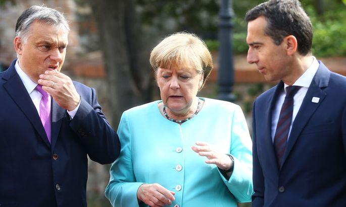 Der ungarische Ministerpräsident Viktor Orban, Deutschlands Kanzlerin Angela Merkel und der österreichische Kanzler Christian Kern