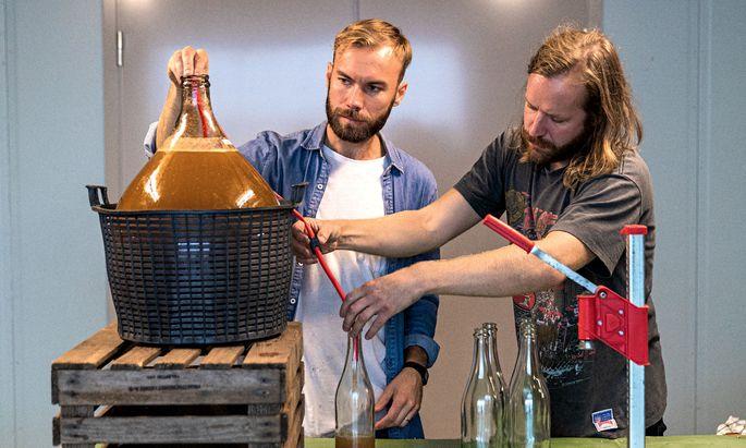 """""""Waste Fruit"""". Mikael Nypelius und Karl Sjöström alias Fruktstereo verarbeiten ungenutztes Obst."""