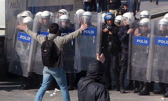 Türkische Bereitschaftspolizisten.